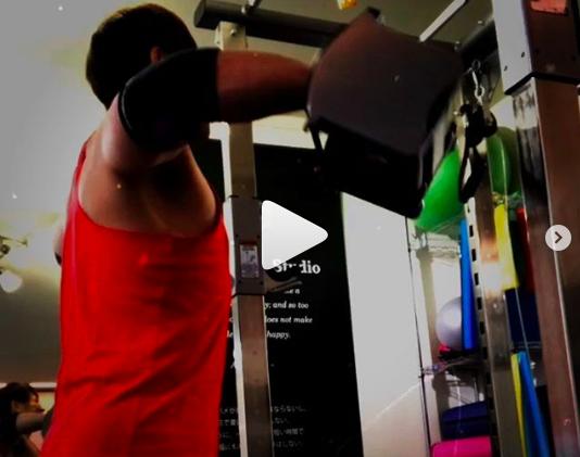 千種パーソナルトレーニングのカエルボディスタジオ-サイドレイズ 肩のプレス系は痛みがなかなかなので レイズ系を中心に